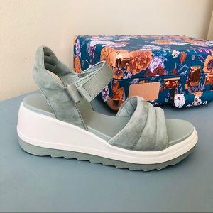 Cougar Women's Platform Sandal